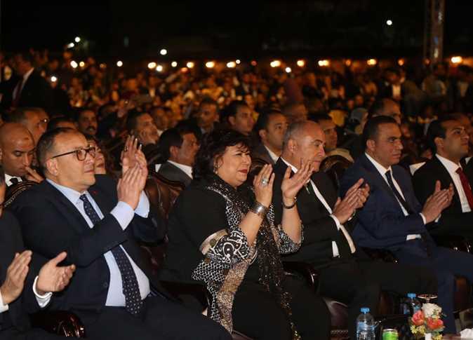 صورة وزيرا الثقافة والسياحة والآثار ومحافظ قنا أطلقوا فعاليات مهرجان دندرة للموسيقى والغناء