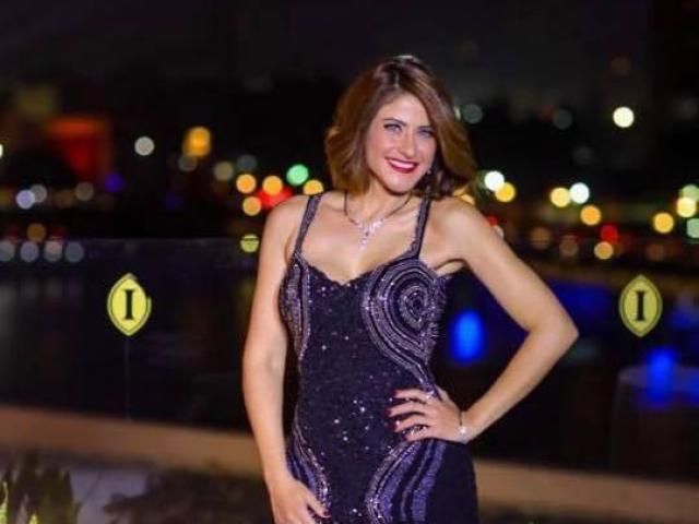 """صورة هيدي كرم تغني """"تحيا مصر""""بلغة الإشارة"""