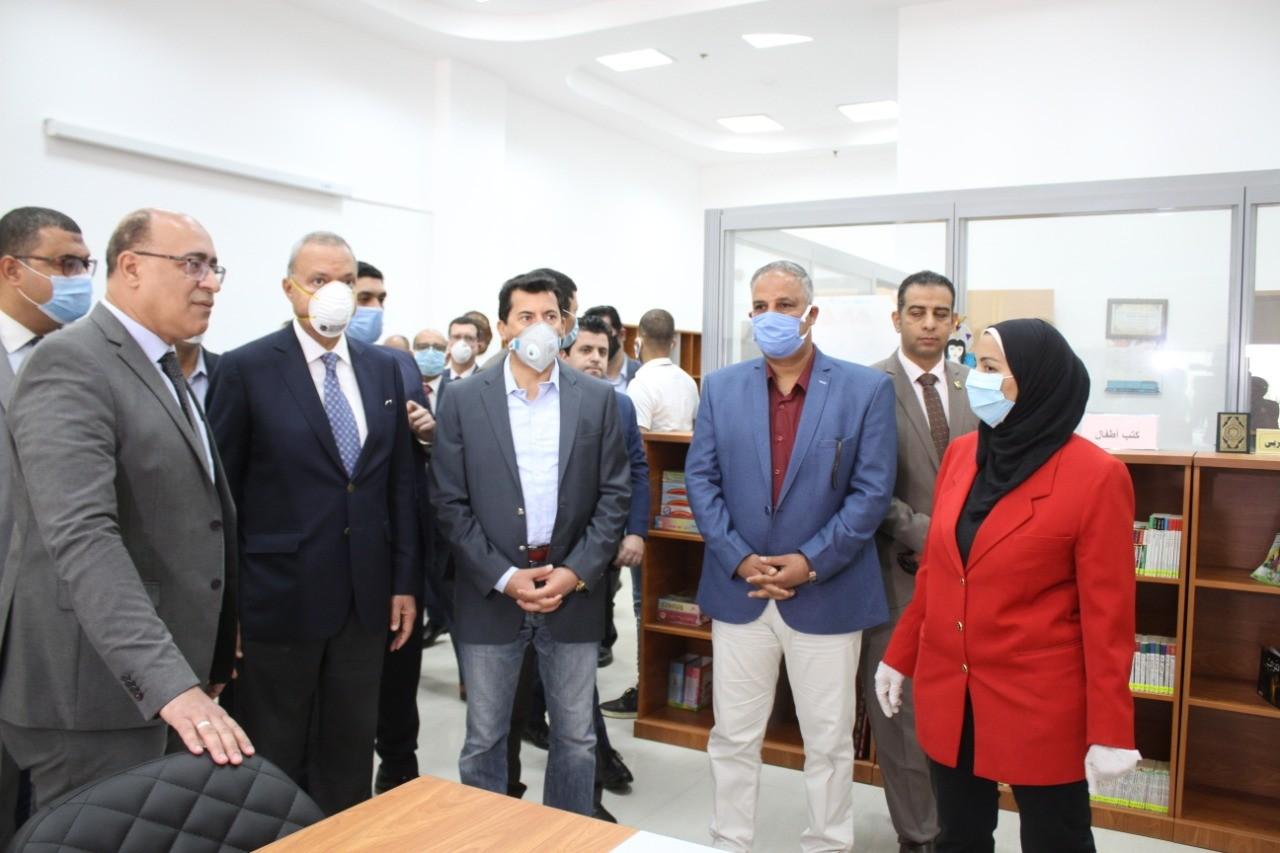 Photo of وزير الرياضة ومحافظ القليوبية يفتتح عدد من المشروعات والملاعب بنادى العبور