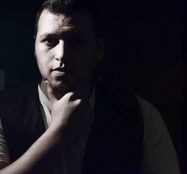 """صورة كريم مجدي يعود للساحة الفنية بدعاء """" يارب انا بدعيلك """""""