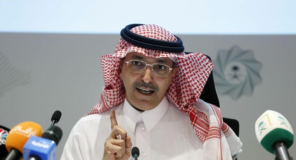 """صورة وزير المالية السعودي: إجراءات صارمة بشأن فيرس """"كورونا""""."""