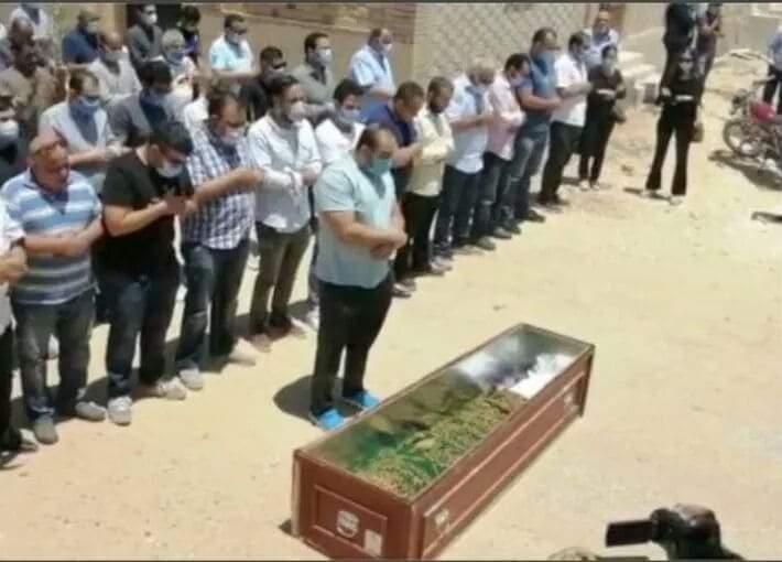 صورة دفن جثمان النجم حسن حسنى فى غياب تام لنجوم الوسط الفنى