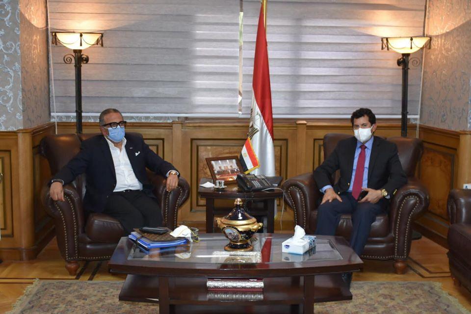 صورة وزير الرياضة يناقش مع الجنايني خارطة طريق الكرة المصرية