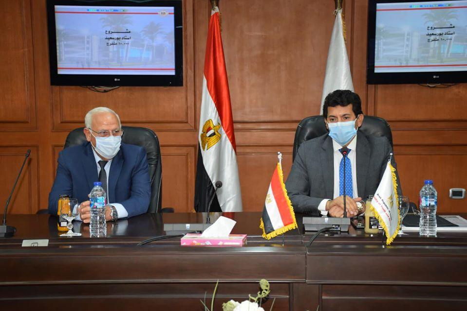 صورة وزير الرياضة ومحافظ بورسعيد مع وزير الإسكان يبحثون انشاء المدينة الرياضية