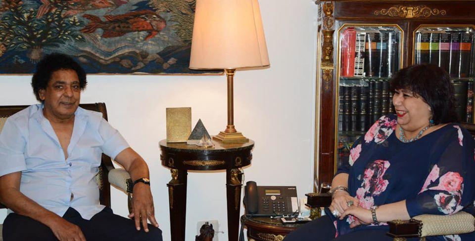 صورة وزيرة الثقافة تستقبل محمد منير لدراسة تنفيذ عدد من المشروعات الفنية