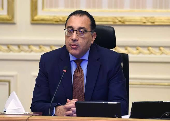 """صورة رئيس الوزراء يستعرض تقريراً بشأن إطلاق """"طاقات"""" لتطوير وحدات الجهاز الإداري للدولة"""