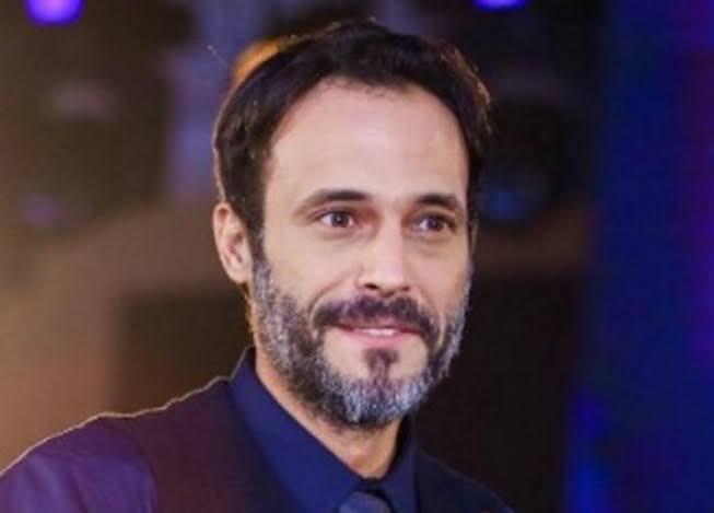 الوسط الفنى يهاجم يوسف الشريف بعد رفضه ملامسة الفنانات فى الأعمال الفنية